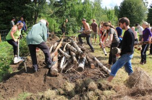 1280px-The_Scandinavian_Permaculture_festival_of_2013_-_7_Hugelculture